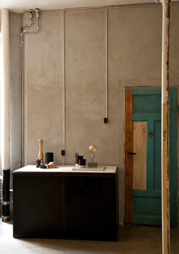 Неординарный скандинавский интерьер bright door