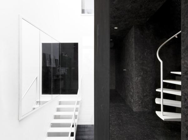 Графичные черно-белые интерьеры Belgium
