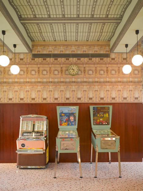 Рестораны в ретро-стиле в Милане и Лондоне Bar-Luce-at-Fondazione-Prada_dezeen_468_3