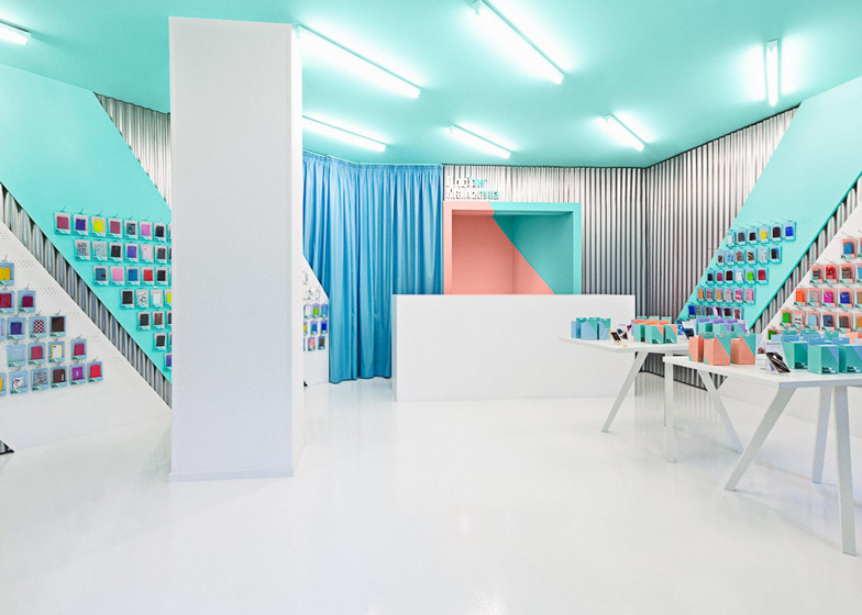 Doctor-Manzana-colourful-gadget-shop-interior-by-Masquespacio_dezeen_ss_2